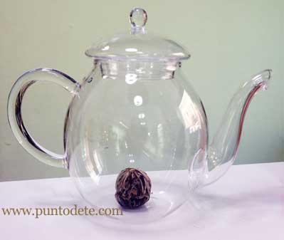 tetera y flor de té