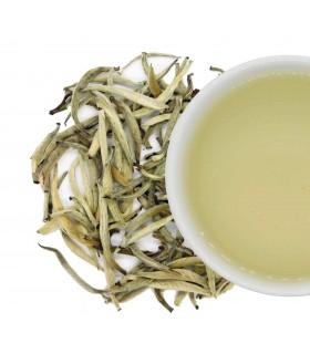té blanco agujas de plata